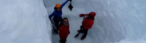 Científicos españoles, en las entrañas de un glaciar antártico