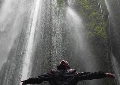 islandia-cascada-escondida