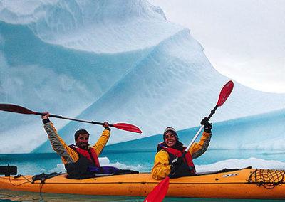 kayak entre icebergs-groenlandia-tasiusaq tierras polares