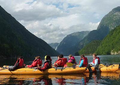 kayak en fiordos-noruega tierras polares