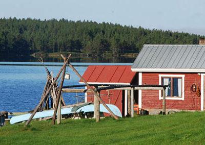 lago-inari-canoa