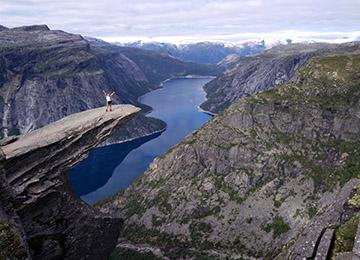 Trolltunga-trekking-noruega