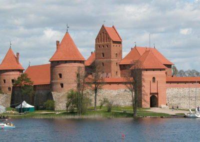 Lituania en coche de alquiler, visita al castillo de Trakai
