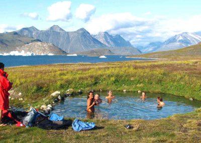 Baño en las aguas termales de la isla de Uunartoq