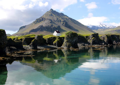 Arnastapi en Islandia, viaje con vuel y hotel