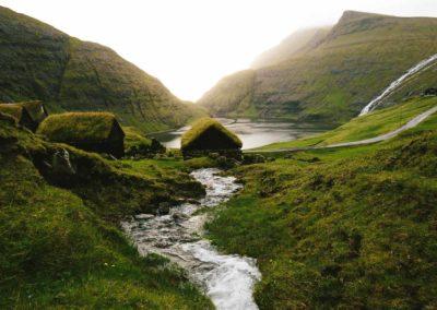 Casas con tejado de turba en la isla de Streymoy.
